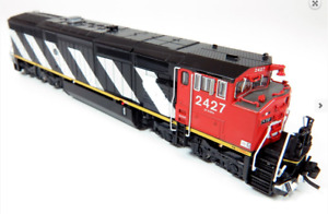 RAPIDO 1/160 N SCALE CN STRIPES DASH 8-4CM LOCOMOTIVE RD. #2427 DCC/SOUND 540506