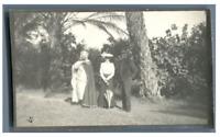 Algérie, Un caïd et un couple européen  Vintage silver print.  Tirage argentiq