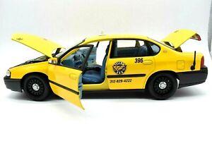 MODELLINO AUTO 2000 chevrolet impala yellow cab taxi SCALA 1/18 DIECAST maisto