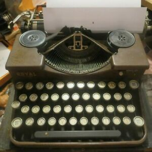 Vintage 1930s ROYAL MODEL P Red Wood Grain Portable Manual Typewriter with case