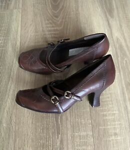Brown leather Mary Jane Vintage style Shoes Size 5  b.p.c. Classics
