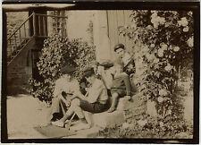 PHOTO ANCIENNE - VINTAGE SNAPSHOT - ENFANT VOILIER DE BASSIN JOUET MODE -FASHION