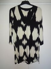 BLACK & CREAM V NECK TUNIC TOP SIZE 12  LENGTH  30 INCHES WITH SIDE SLITS NEW