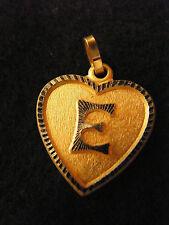 Pendentif Coeur Médaillon en Or Plaqué Lettre E 2 cm