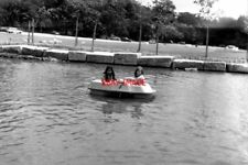 PHOTO  1977 CHILDREN'S PADDLE BOAT VIRGINIA WATER TWO LITTLE GIRLS LEARNING HOW