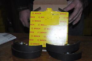 JEU DE 4 MACHOIRES  DE FREIN BOSCH 680106 FIAT 126  500 . 170X31