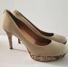 Hahari women shoes high heel plat form size 8 M   beige fabric with print bottom
