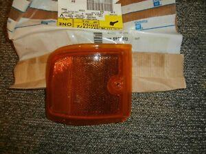 1996-2002 GMC Savana Right Front Amber Reflector NOS OEM GM Part# 5977972