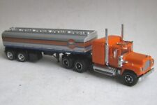 TT scale (1:120) model of the American truck Mack R-serie, Gulf tank trailer