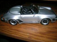 Maisto   1:18 1989 Porsche 911 Speedster Silver / Black -Displayed