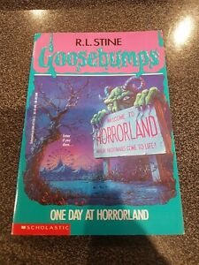 GOOSEBUMPS - One day at Horrorland #16 - 8th printing paperback book RARE