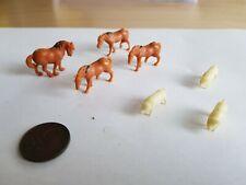 Small plastic animals / 4 horses / 3 pigs