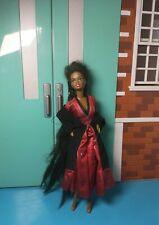 Muñeca Barbie negra afroamericana el pelo largo 1987 cabeza 1966 cuerpo Indonesia