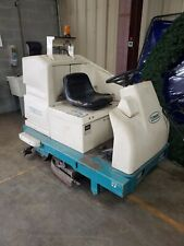 7200 Tennant Floor Scrubber Rider With Charger