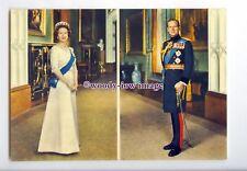 er0035 - The Queen & Duke of Edinburgh pose inside Buckingham Palace - postcard