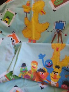 VINTAGE 1970's SESAME STREET TWIN BED SHEETS SET FLAT FITTED 2 PILLOWCASES EUC