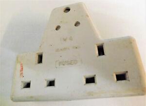 WG 15 amp to 5 amp/ 13 amp adaptor ( white) 11CM X 93.CM