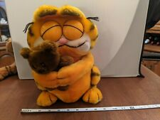 Garfield plush holding his teddy bear 1978-1981