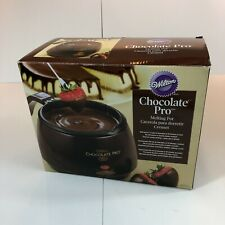 Wilton Chocolate Pro Melting Pot - Melts up to 2 1/2 cups of Chocolate at once.
