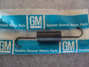 GM NOS Chevrolet Chevy Clutch Fork Push Rod Retaining Anti Rattle Spring