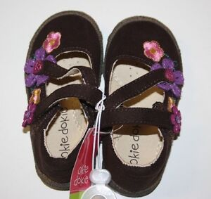 Okie dokie girl's brown mary jane style shoes sandals Size 5 NWT Purple Flowers