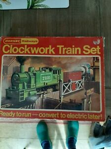 HORNBY DUBLO RS692 CLOCKWORK TRAIN SET NOT COMPLETE WITH BOX