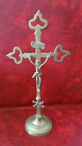 Crucifix ancien en cuivre