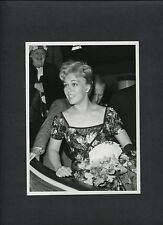 YOUNG KIM NOVAK ARRIVES IN LONDON FOR 1950 HORSE RACING DERBY