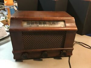 """Vintage FEDERAL Model 1030 T ca. 1940's WOOD CASE Radio, """"Hums"""" only!"""