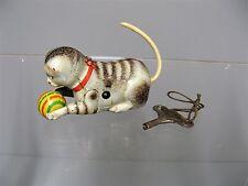 Ancien jouet mécanique en tôle Joustra. Le chat au ballon.