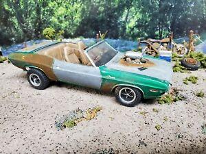 Rusty DODGE CHALLENGER model kit diorama  1/25 junkyard junker
