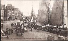 CHERBOURG (50) - Les barques de pêche et le quai de Coligny