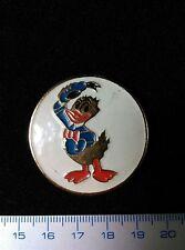 Pin button badge DONALD DISNEY Russia.Original vintage. Metal.