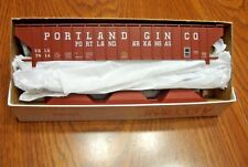 ACCURAIL PULLMAN STANDARD COVERED HOPPER PORTLAND GIN CO.  HO SCALE
