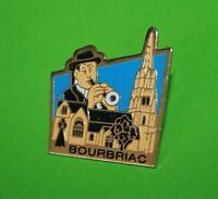 Pin's Pins pin lapel TOURISME BRETAGNE Église Saint-Briac de Bourbriac le Bagad
