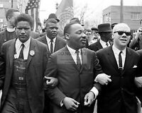 MARTIN LUTHER KING, JR. DURING SELMA TO MONTGOMERY MARCH - 8X10 PHOTO (RT804)