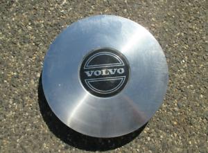 One factory original 1985 to 1988 Volvo 740 760 alloy wheel center cap hubcap