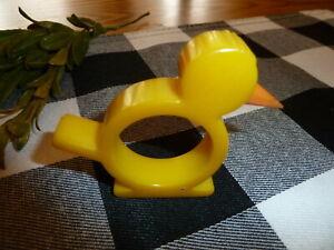"""Bakelite Catalin  Bird or Chicken Napkin Ring 2.5"""" x 3"""" Vintage Mid Century"""