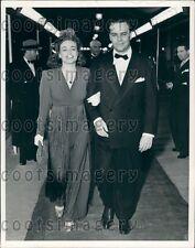 1938 Pretty Actress Joan Crawford With Screenwriter Walter Ramsey Press Photo