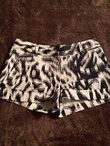 Express Design Studio Women's Shorts Black White Gray Zebra Print Size 0 Cuffed