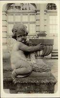 Kunst Skulptur Büste nackter Knabe am Brunnen s/w AK Echtfotokarte Einzelkarte