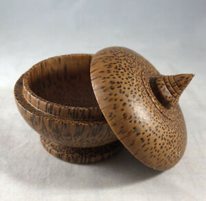 Primitive Birds Eye Maple Burl Wood Treenware Covered Box Turned Peaseware