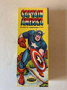 VINTAGE - Captain America Model Kit - Aurora 476-100 Complete 1966