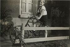 PHOTO ANCIENNE - VINTAGE SNAPSHOT - VÉLO BICYCLETTE ENFANT MODE - BIKE 1934