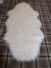 "WHITE PELT SHAPE MONGOLIAN LONG PILE FAUX FUR SHAGGY RUG 80x150cms(2'6""x5')"