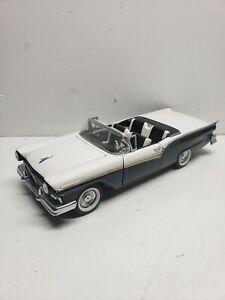 1:24 Franklin Mint 1957 Ford Fairlane 500 Skyliner White D2B8544