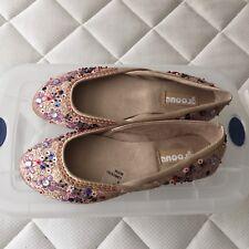 Women's shoes: Groove Jeannie Bedazzled Flats shoe. Size 8M.