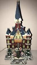 CHRISTMAS VILLAGE LIGHTED UNIVERSITY WITH CAROLERS PORCELAIN-TOWN BUILDING- NEW