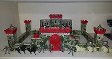 Vintage 1950es Marx Tin Litho Castle with Knights and Horse Figures