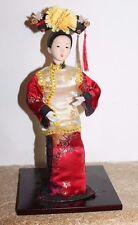 très jolie poupée asiatique  ( japon chine )